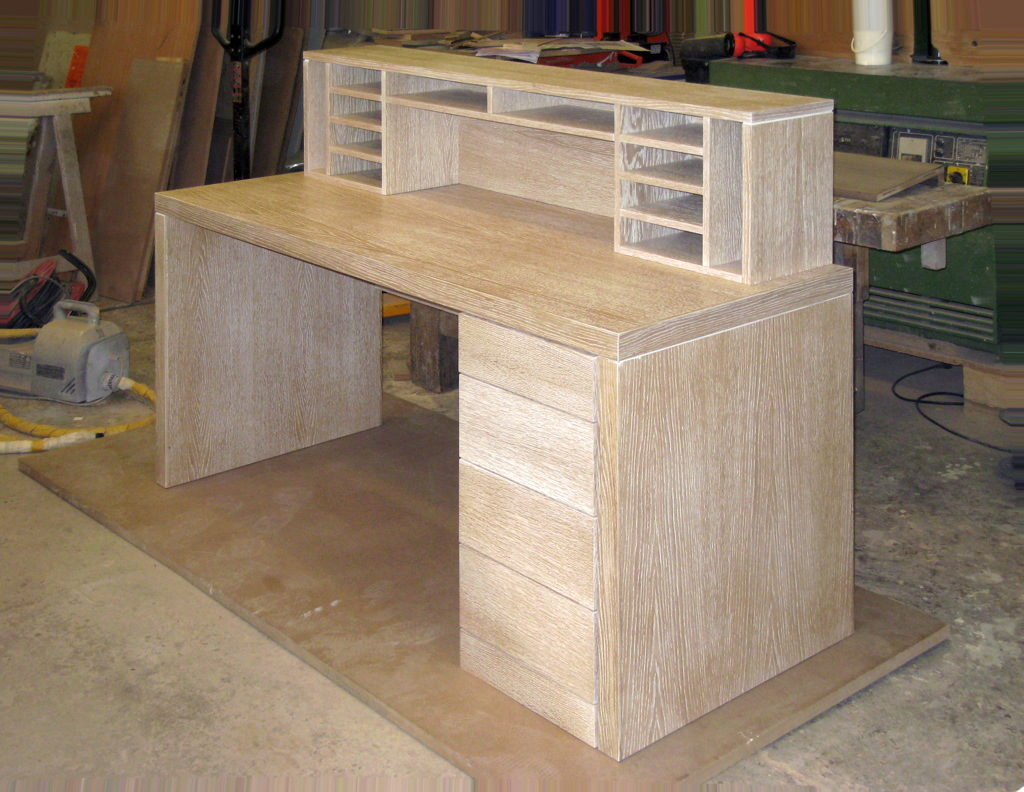 Le meuble avanr bureau en chêne cérusé