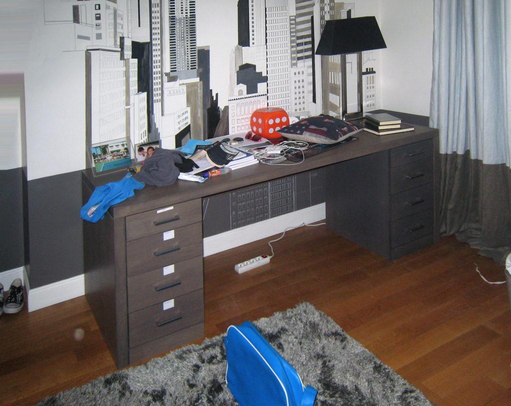 Bureau en chêne grisé une fois utilisé par le client.