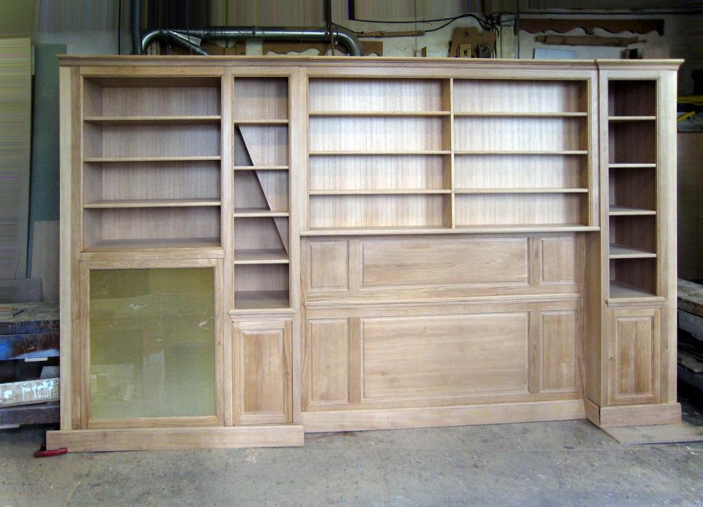 Bibliothèque en chêne, à l'atelier